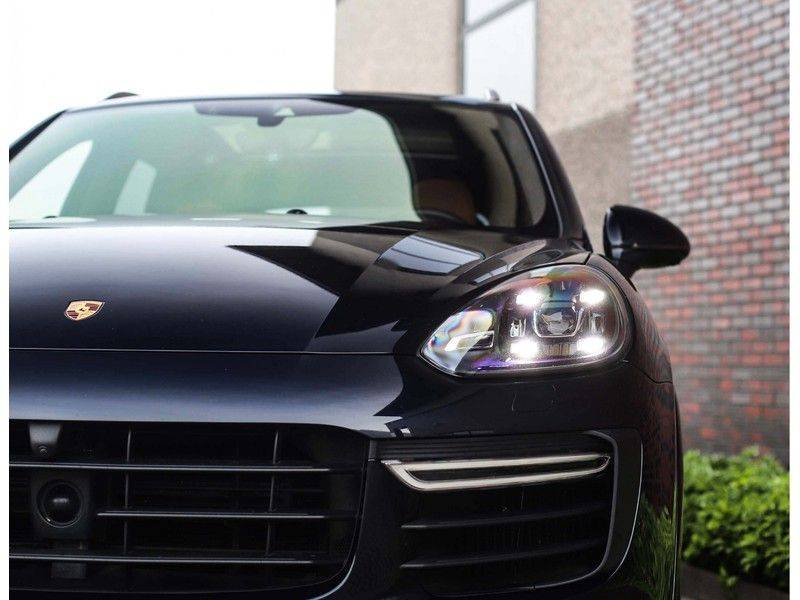 Porsche Cayenne Turbo *SportDesign*Pano*360cam*Chrono*Soft-Close* afbeelding 15