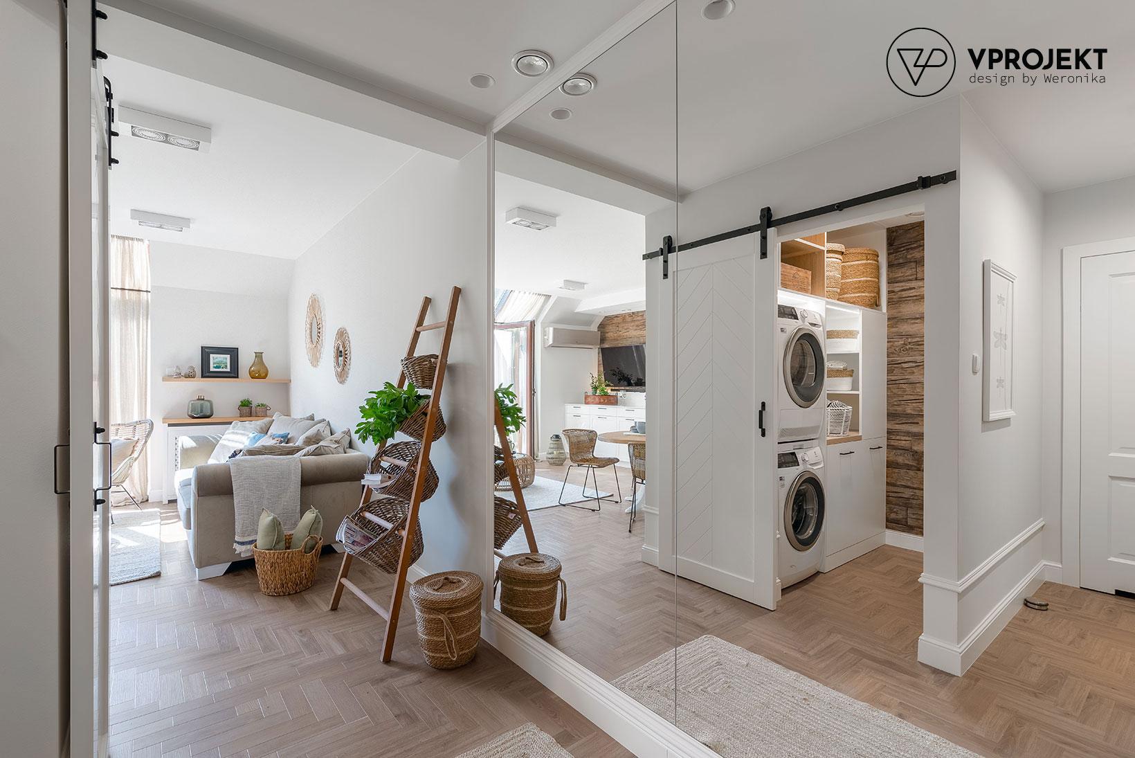 Korytarz, zabudowana szafa, pralnia