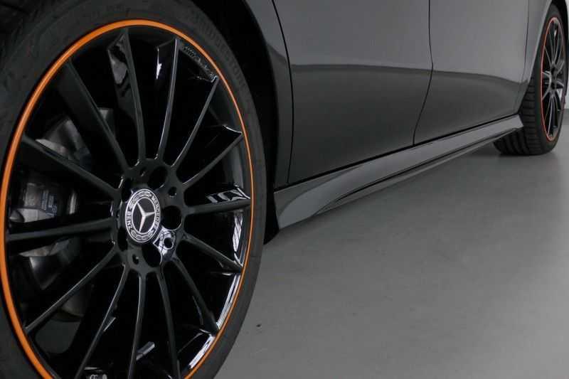 Mercedes-Benz CLA-Klasse Shooting Brake 200 d /// AMG Edition 1 Nightpakket - Sfeer verlichting afbeelding 3
