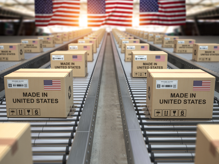 Sending packages overseas: 4 tips for American expats