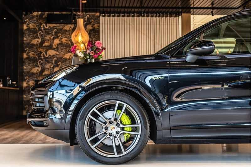 Porsche Cayenne E-Hybrid | Sport-Chrono | Panorama | BOSE | PASM | Adaptieve Sportstoelen afbeelding 25