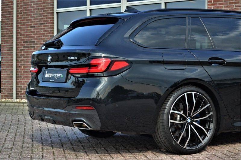 BMW 5 Serie Touring 540i xDrive 333pk M-Sport Pano Laser Comfort LiveCp DA+ HUD 20inch afbeelding 19