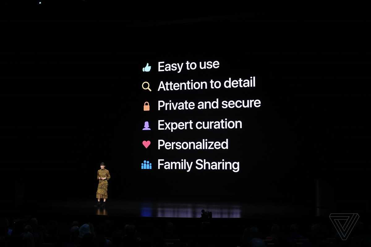 Slide from Apple's March 2019 event that says easy to use, attention to detail, private and secure, expert curation, personalized, family sharing