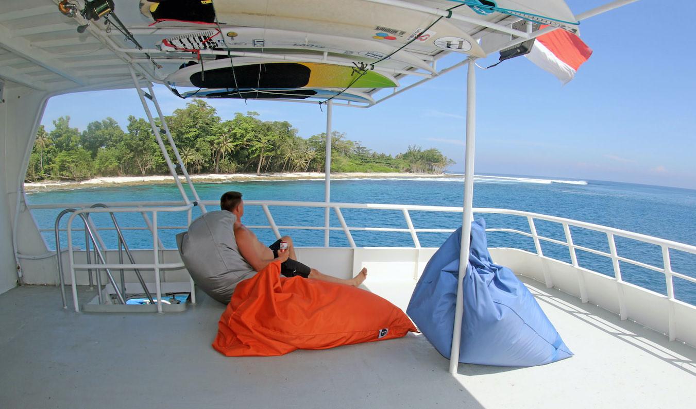 Sibon Baru Surf Charter Catamaran Mentawai Telos Banyaks sundeck