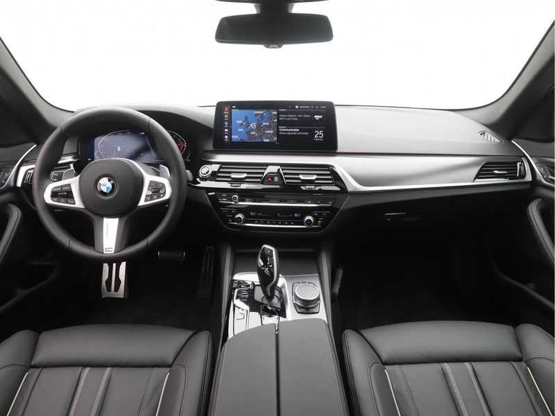 BMW 5 Serie Touring 520i High Executive M-Sport Automaat afbeelding 12