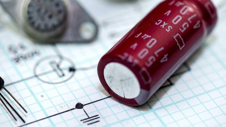 アンプの大容量平滑コンデンサの突入電流抑制回路 cover image