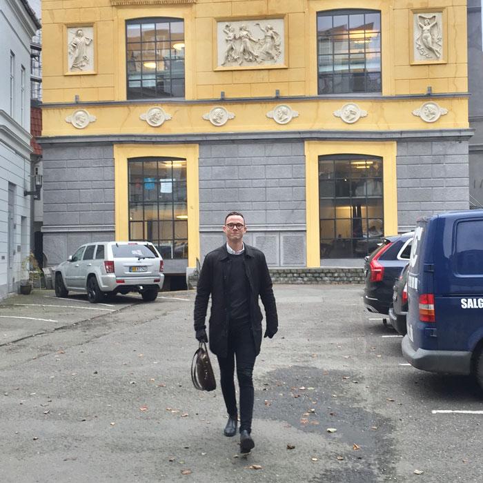 Bag om Billy Regnskabsprogram med Nicolai Hofsoe