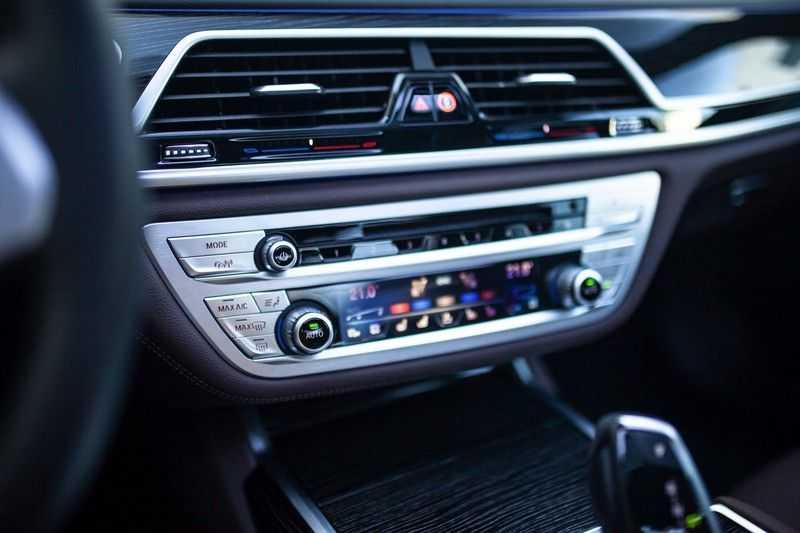 BMW 7 Serie 740d xDrive *Schuifdak / H&K / Memory / LED / ACC / Stoelventilatie* afbeelding 16