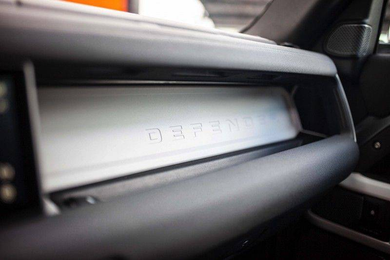 Land Rover Defender 110 2.0 D240 S 7p. *Meridian / Pano / DAB / LED / Elektr. Trekhaak / Standkachel* afbeelding 20
