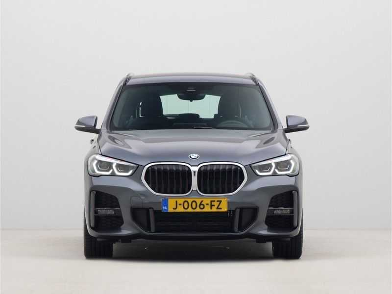 BMW X1 sDrive18i Executive Edition M-Sport Automaat afbeelding 2