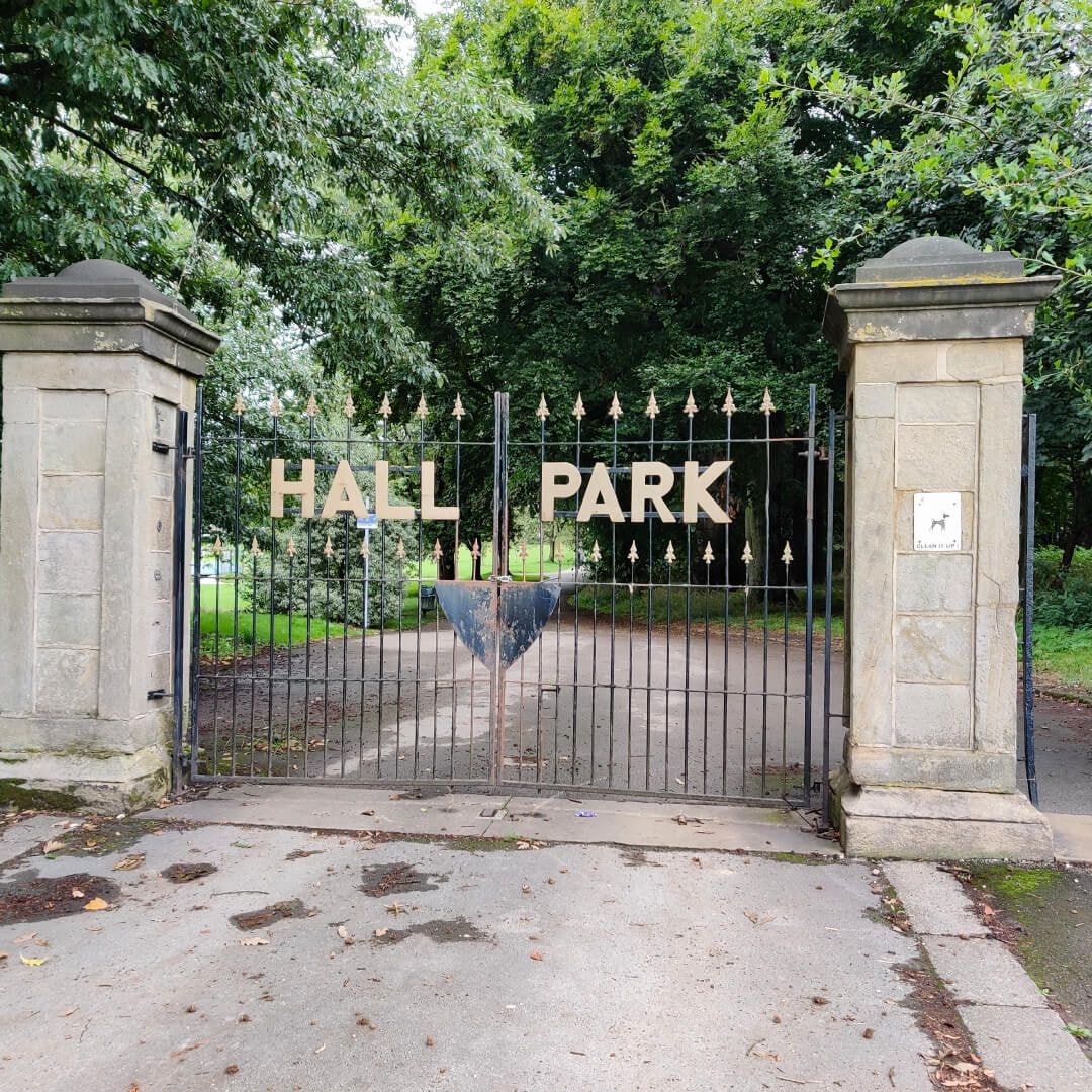 Horsforth Hall Park gates