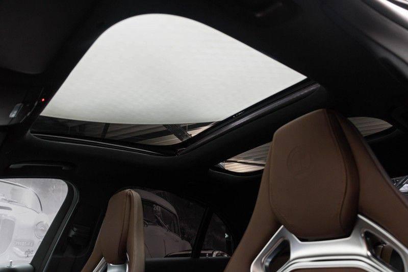 """Mercedes-Benz E-Klasse E63s AMG 4Matic 612pk Panoramadak Distronic Schaalstoelen Burmester ComandOnline Keyless 20"""" Parktronic Pdc VerlengdeGarantie t/m 03/2022 afbeelding 5"""