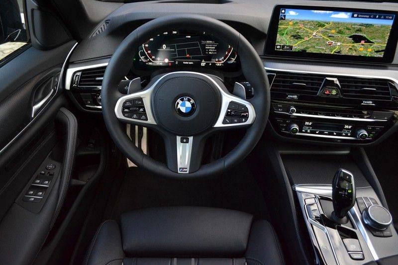 BMW 5 Serie Touring 540i xDrive 333pk M-Sport Pano Laser Comfort LiveCp DA+ HUD 20inch afbeelding 9