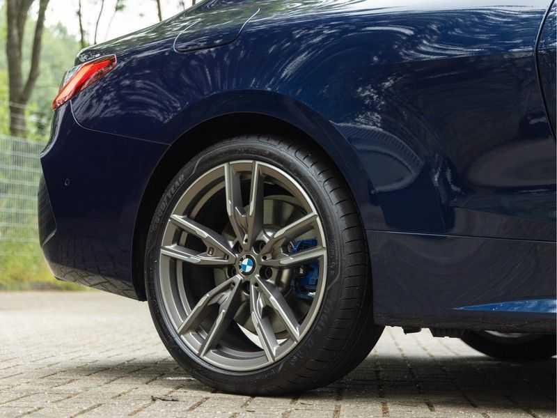 BMW 4 Serie Coupé M440i xDrive M-Sport - Head-up - Dak - Camera - DAB afbeelding 9