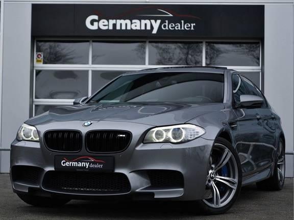 BMW 5 Serie M5 560pk DKG Pano B&O HUD Leder-dash Soft-Close Alcant.Hemel