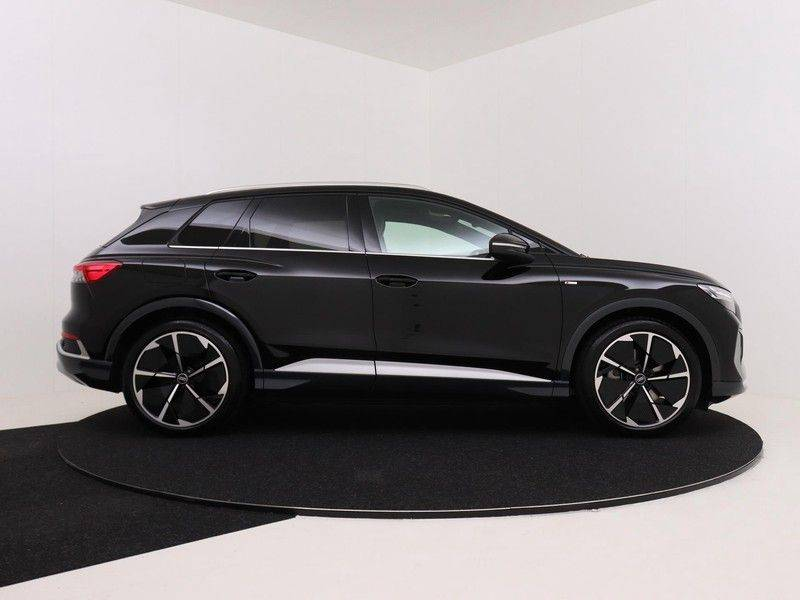 Audi Q4 40 e-tron Launch edition S Competition | Panoramadak | Lederen bekleding | Sonos | Head-up display afbeelding 9