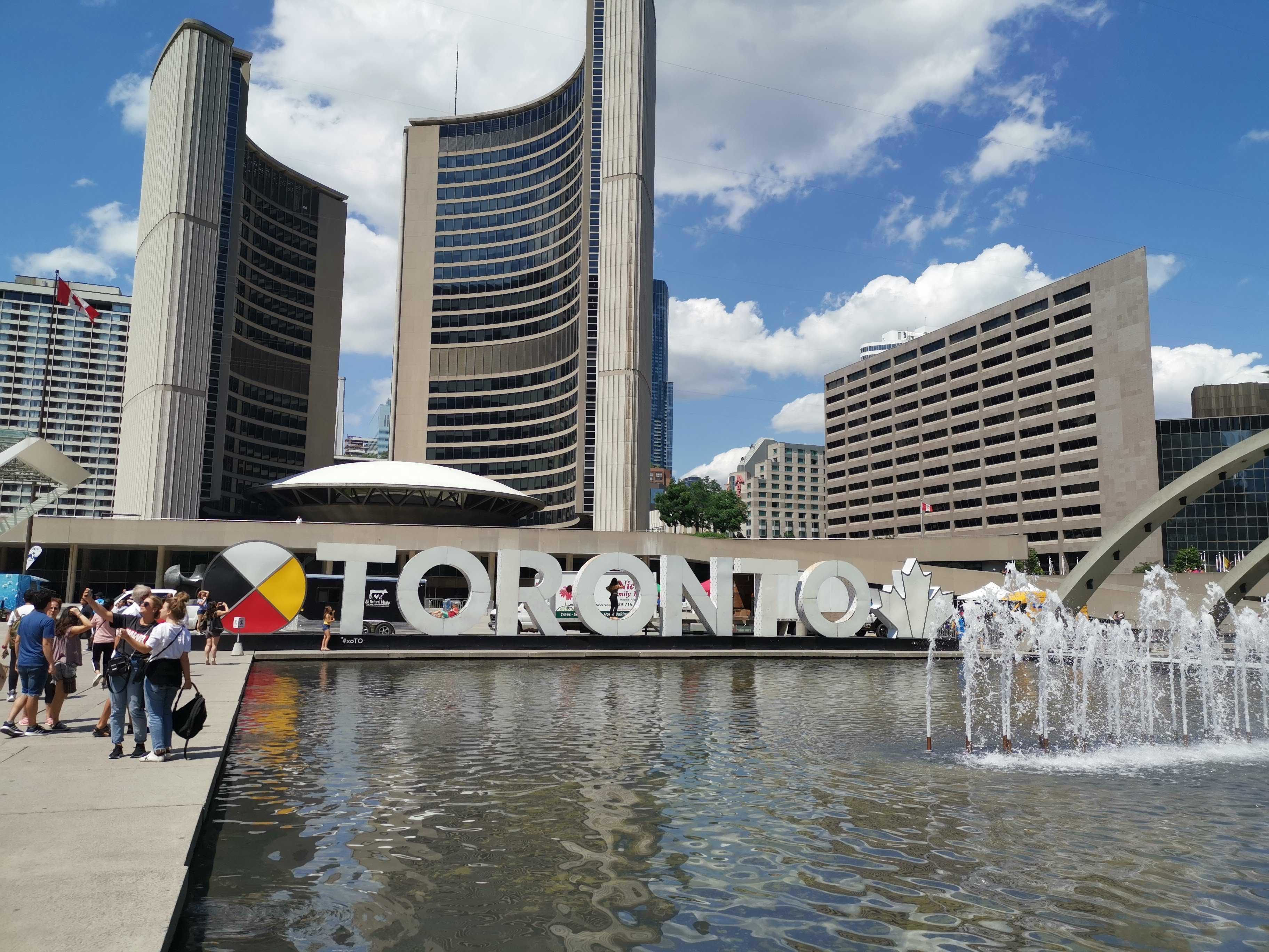 Toronto, Le New-York à la canadienne cover image