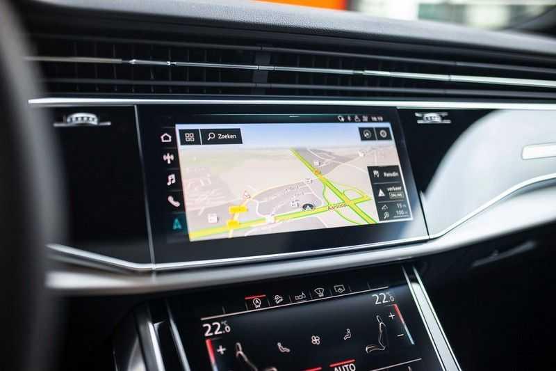 """Audi Q8 50 TDI Quattro *S-line / 23"""" / Panorama / Matrix-LED / Standkachel* afbeelding 15"""