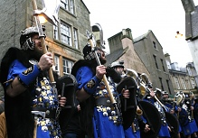 2007 Jarl Squad in full voice at the Market Cross during the morning marching. Photo courtesy of Millgaet Media.
