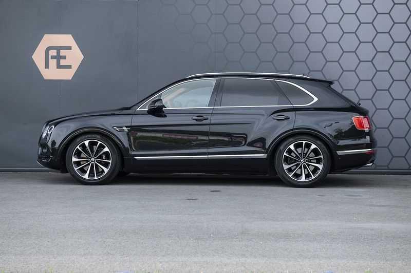 Bentley Bentayga 4.0 D (BTW AUTO) Elektrische trekhaak + Apple Carplay + Adaptive Cruise + Nachtzicht + Werkelijk in nieuwstaat afbeelding 9
