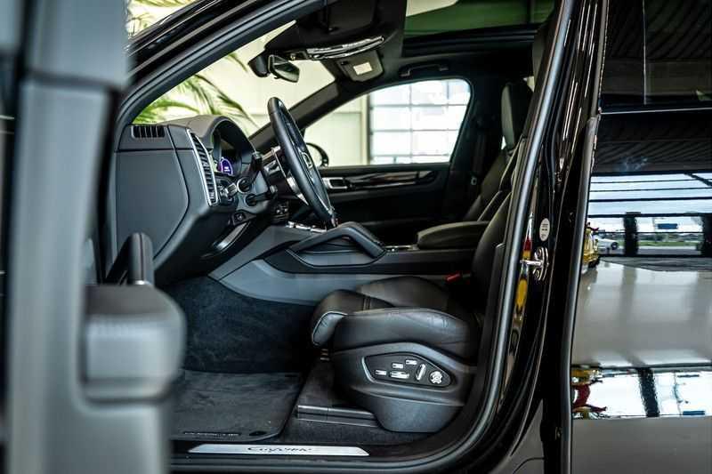 Porsche Cayenne 3.0 E-Hybrid | Panorama | Memory | 360 gradencamera | Sport Chrono | DAB afbeelding 14