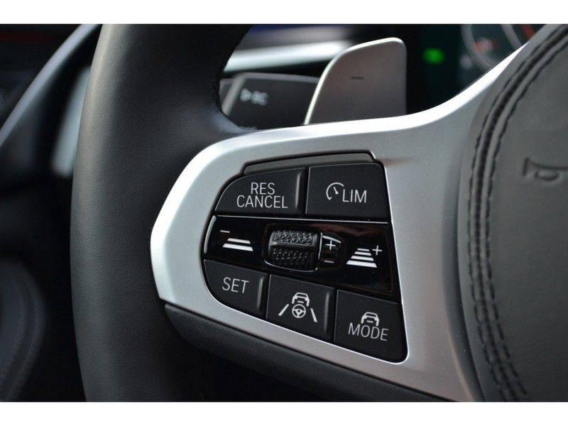 "BMW 5 Serie Touring 530d 286pk M-Sport Pano DA+ PA+ Laser 21"" Adp-drive HUD afbeelding 10"