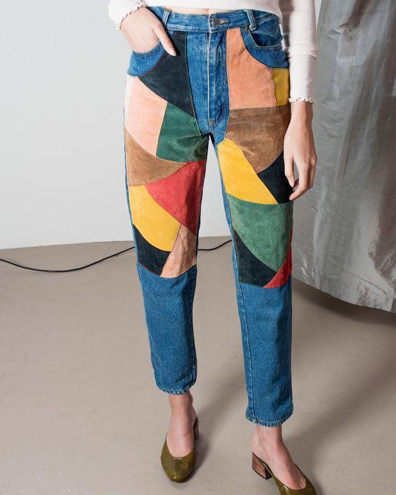 Jean avec patchwork de patch en cuir coloré