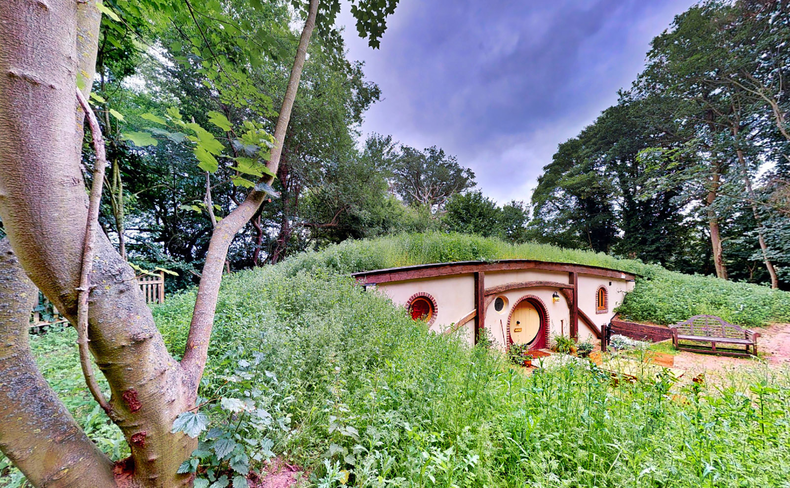 A Real Hobbit House, Booksellers Documentary, Online Austen Exhibit & More: Endnotes 15 May