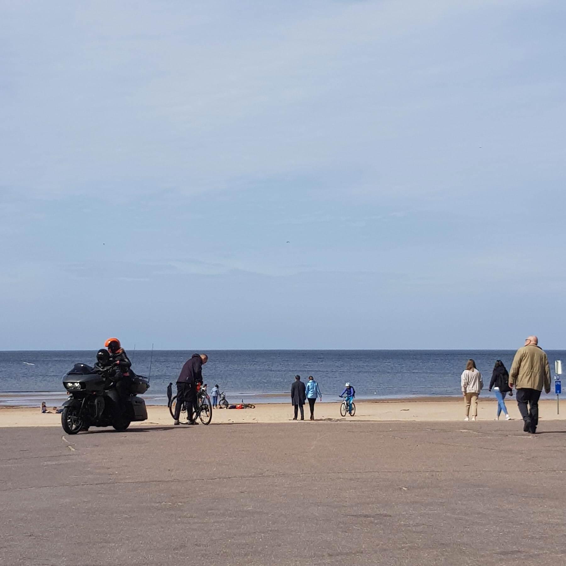 Наморе тоже снова гуляют люди. Фото: Елена Смехова