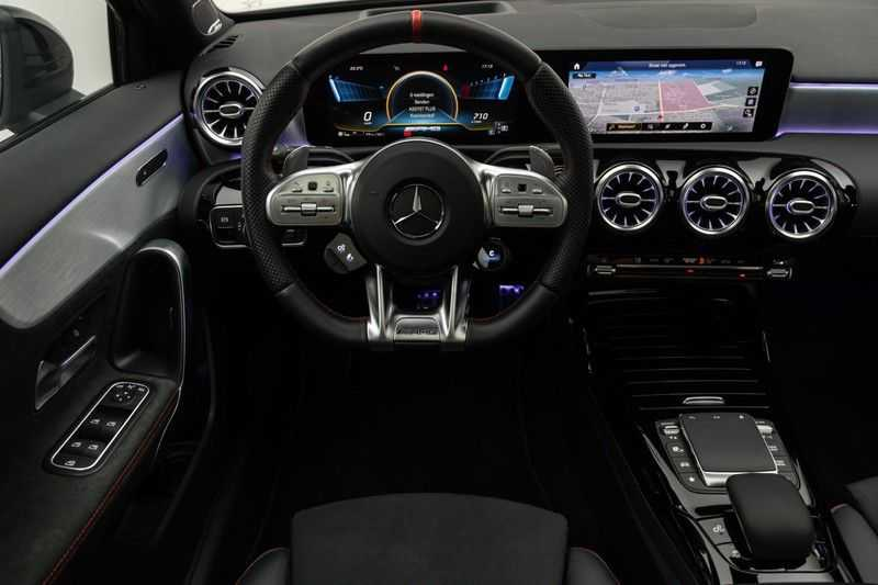 "Mercedes-Benz A-Klasse Limousine A35 AMG 306pk 4Matic Panoramadak Nightpakket Schaalstoelen Multibeam Head-Up Widescreen Burmester AmbientLight SuperSportStuur ComandOnline Full-Led 19"" Parktronic 360Camera Pdc afbeelding 3"