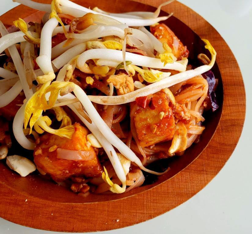 Bowl of pad Thai with tofu
