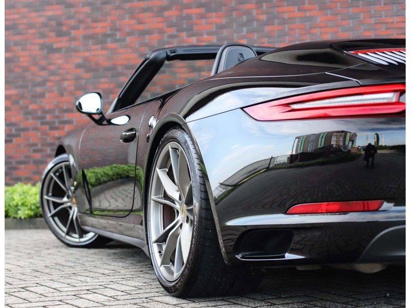 Porsche 911 Cabrio Carrera 4S *ACC*Bose*Chrono*Vierwielbesturing*Camera*Vol!* afbeelding 4