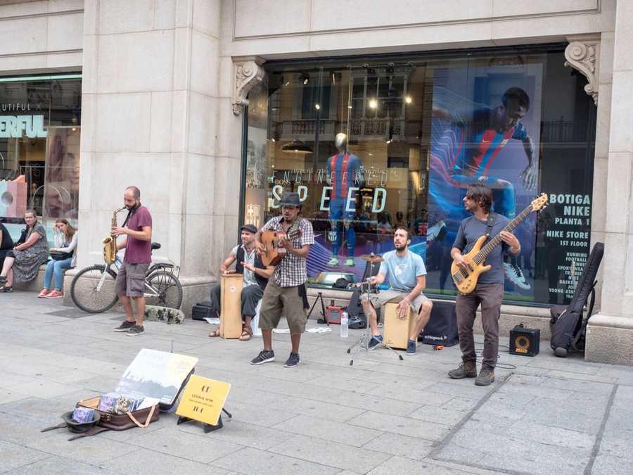 spain three days in barcelona musicians music la rambla