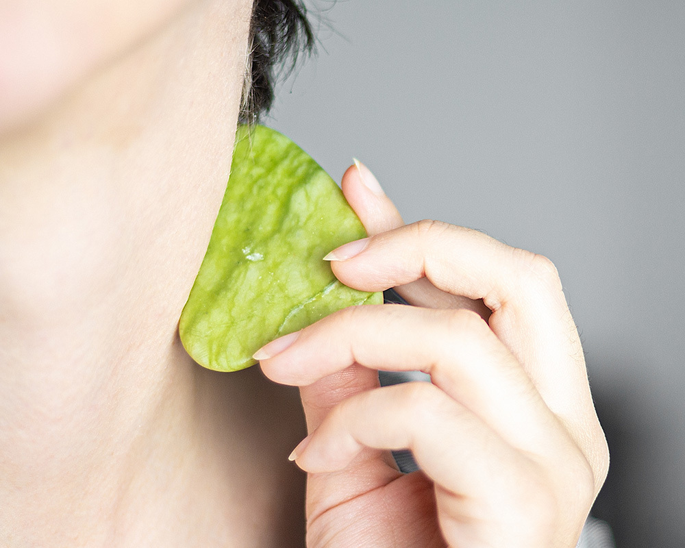 Benefits Of Gua Sha And Why It's Recommended To Try It