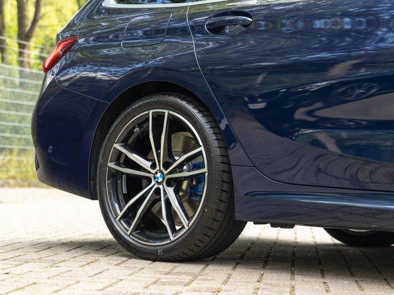 BMW 3 Serie Touring 330i M-Sport - Individual - Memoryzetels - Trekhaak - Panorama afbeelding 9