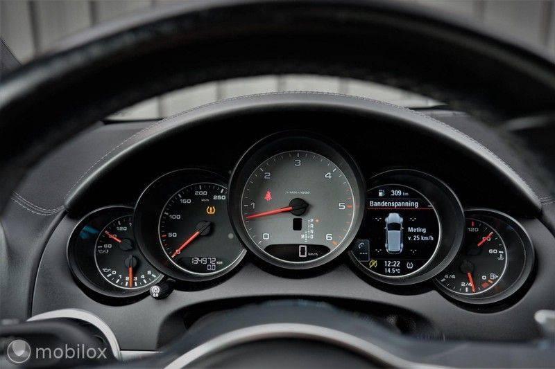 Porsche Cayenne 4.2 D S | Panoramisch dak | Bose | 850 Nm afbeelding 20