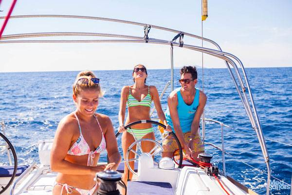 Staying Safe on a Sailing Holiday