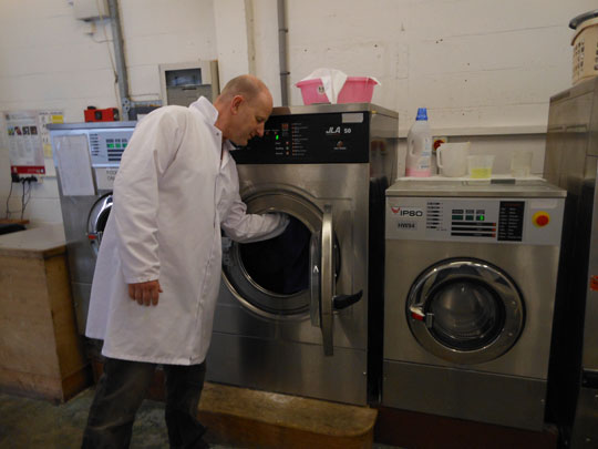 Emptying the washing machine