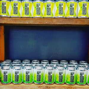 Can you do the Can Can? Spread the word because by tomorrow evening our shelves will be stacked full with cans. We've got APA, Kettle Sour, EPA, NEIPA, Dunkel and Saison...aren't you a lucky bunch! 🤙  #craftbeer #cannedbeer #dunkel #neipa #englishpaleale #americanpaleale #saison #dunkel #kettlesour
