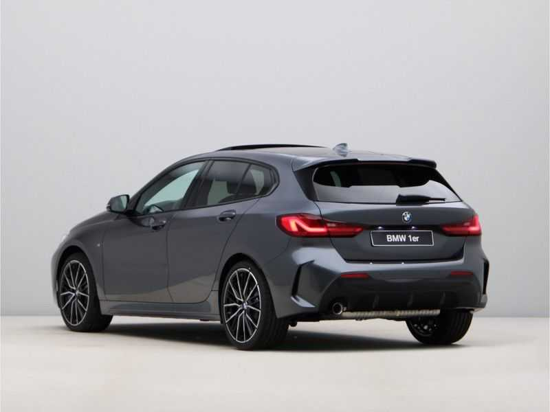 BMW 1 Serie 118i High Exe. M-Sport afbeelding 15