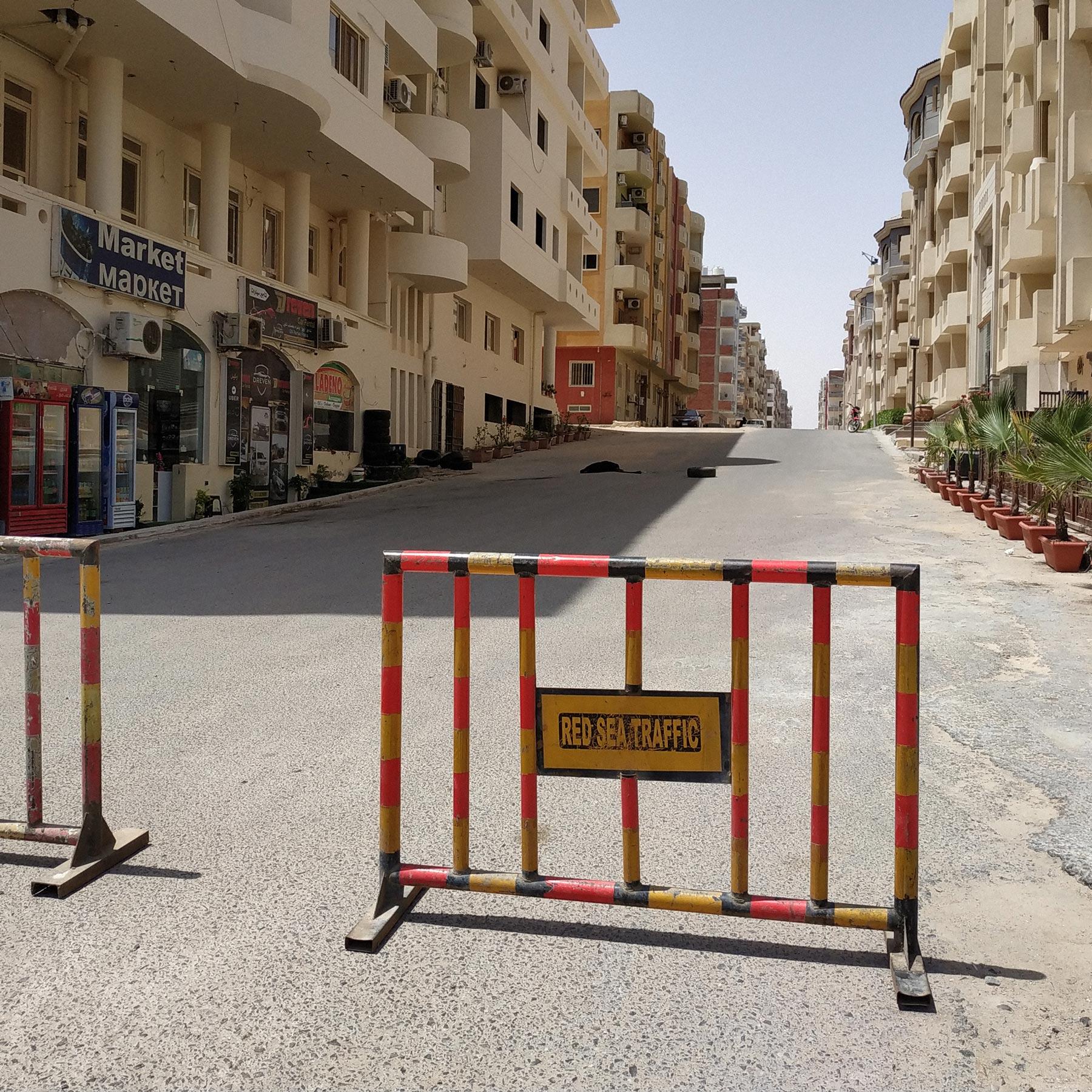 Улицы перегораживают перед ихсанитарной обработкой. Фото: Татьяна Иванова