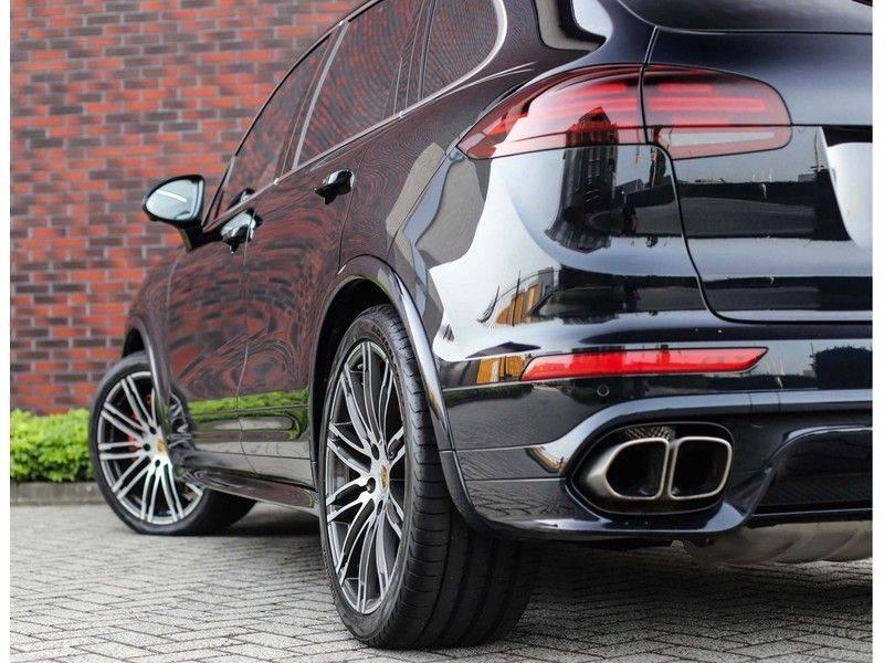 Porsche Cayenne Turbo *SportDesign*Pano*360cam*Chrono*Soft-Close* afbeelding 4
