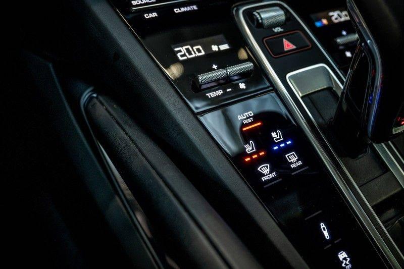 Porsche Cayenne 4.0 Turbo   Head-Up   Carbon   Panorama   3D Camera   BOSE   Trekhaak   Afwijkende stikselkleur   Stoelventilatie   NP 252.000! afbeelding 19