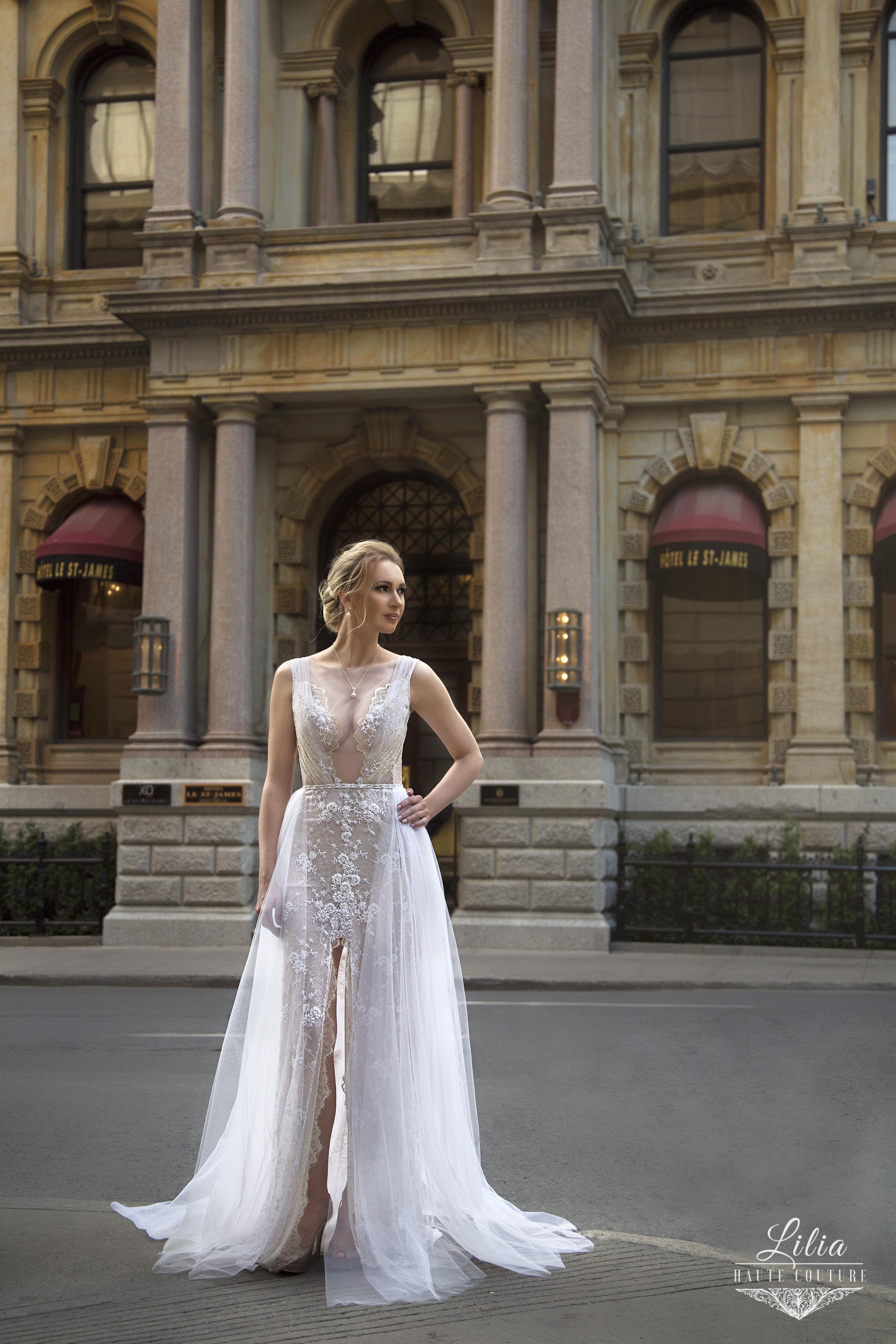 robe en dentelle francaise avec appliques robe de mariee avec jupe en tulle lilia haute couture