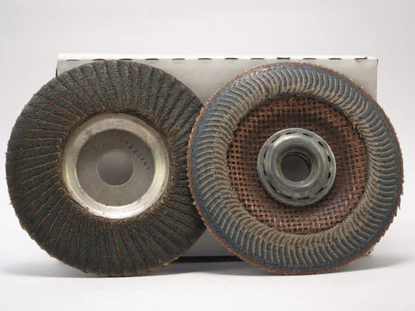 Angle grinder sanding wheel flap disc