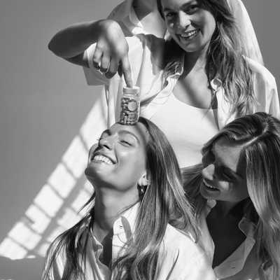 Happy Women's Friendship Day!  Όπως και να αποκαλείτε την καλύτερη σας φίλη, ride-or-die, sister ή BFF-δεν υπάρχει τίποτα σαν το τέλειο δώρο για να δείξετε πόσο πραγματικά την εκτιμάτε.  Τι θα κάναμε χωρίς αυτές; Η ζωή θα ήταν πιο βαρετή, αυτό είναι σίγουρο!  Κάνε στην φίλη σου το τέλειο δώρο προσφέροντας της: ✔︎ Αύξηση ενέργειας ✔︎ Mείωση της κούρασης & της κόπωσης ✔︎ Ενίσχυση μαλλιών & των νυχιών ✔︎ Βελτίωση της διάθεσης ✔︎ Μείωση του στρες ✔︎ Προστασία του δέρματος  Εάν είσαι συνδρομήτρια της Great μοιράσου το εκπτωτικό link μέσα απο το προφίλ σου και η κολλήτη σου μπορεί να ξεκινήσει την συνδρομή της με έκπτωση 5€ και εσύ θα έχεις 5€ έκπτωση στην επόμενη ανανέωση της συνδρομής σου!  #womensfriendshipday #friendshipgoals #greatgifts #greatforwomen #greatbyvickykaya