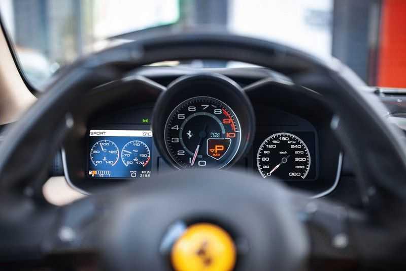 "Ferrari FF 6.3 V12 HELE *Collector Car / Passenger Display / 20"" / Carbon / Memory* afbeelding 2"