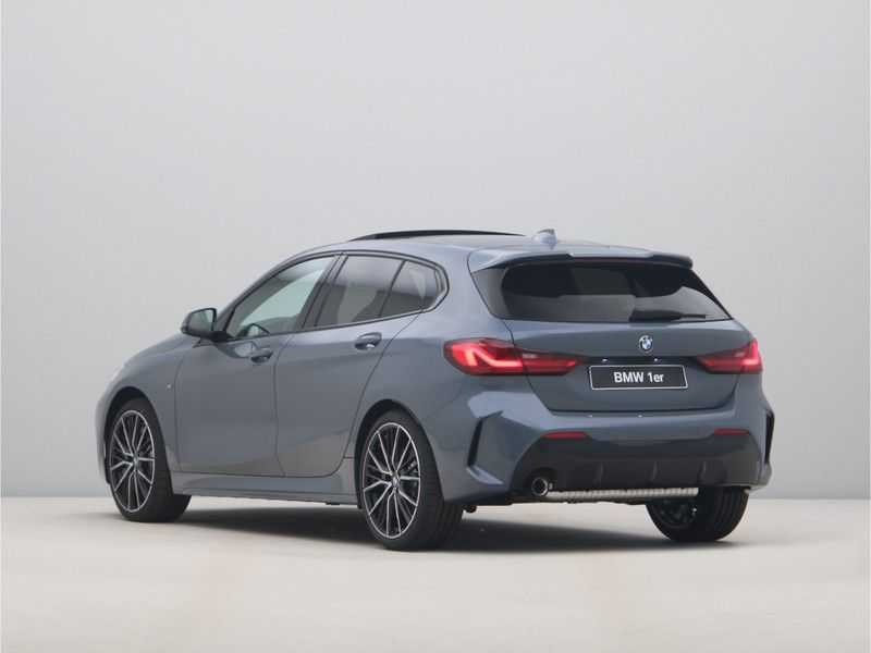 BMW 1 Serie 118i 5rds High Exe M-Sport Aut. afbeelding 2