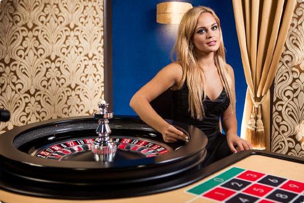 Evolution Gaming Spieleanbieter Roulette Teaser mit Roulette Tisch und Croupier