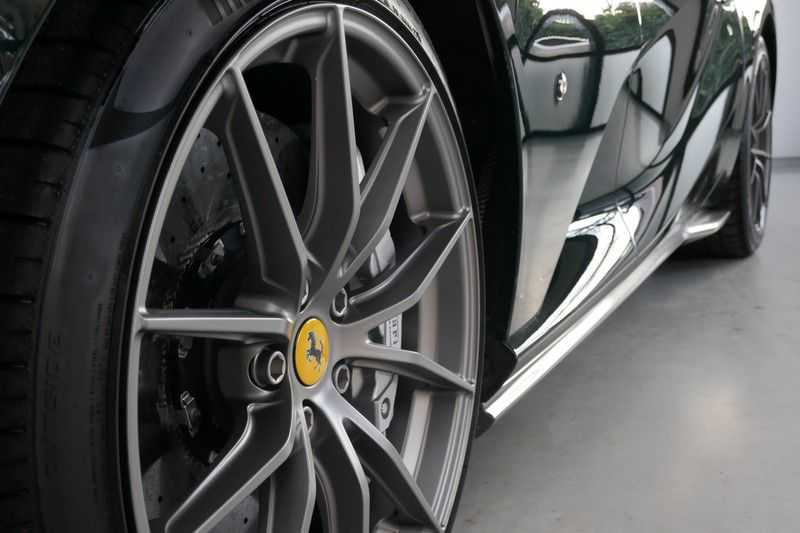 Ferrari 812 6.5 V12 Superfast Carbon in & exterieur - JBL - Camera afbeelding 20